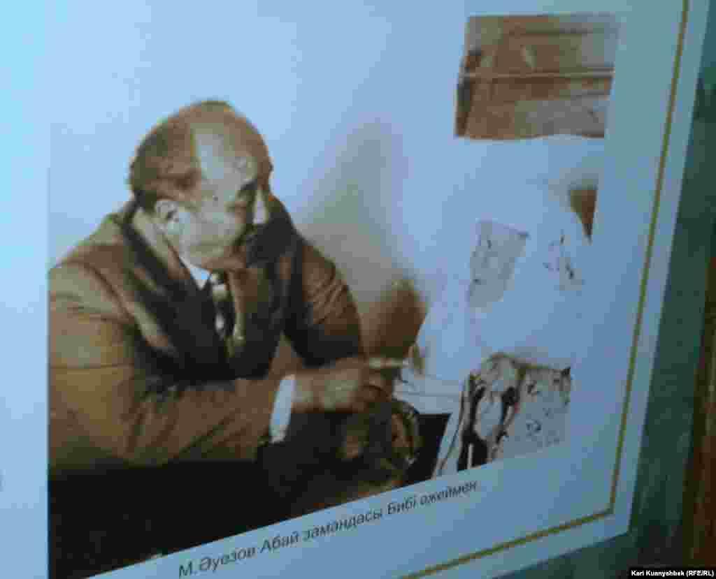 Фотографии в музее Ауэзова в его родном селе Борлы. Абайский район Восточно-Казахстанской области.