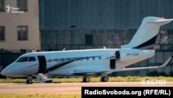 Літак Gulfstream G280, на якому, як зафіксували журналісти, літає Віталій Хомутиннік