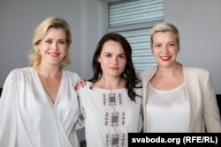 Svetlana Tihanovskaja (u sredini), Veranika Capkala (lijevo), Marja Kalesnikava (desno)