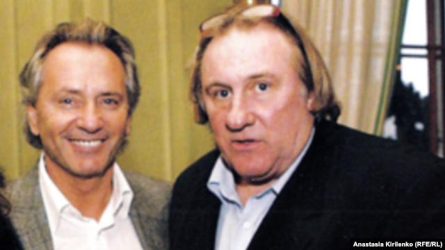 Друг Путина Владимир Киселев и Жерар Депардье, фото из журнала, издаваемого фондом