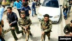 تصویری که احتمالا از نظامیان به اسارت گرفته شده ایران توسط نیروهای مخالف بشار اسد در سوریه گرفته شده است.