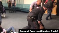 """Задержания на конференции """"Открытой России"""" во Владивостоке"""