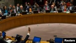 Постпред РФ в ООН Виталий Чуркин и постпред КНР Ван Мин голосуют против рассмотрения кризиса в Сирии в Международном суде