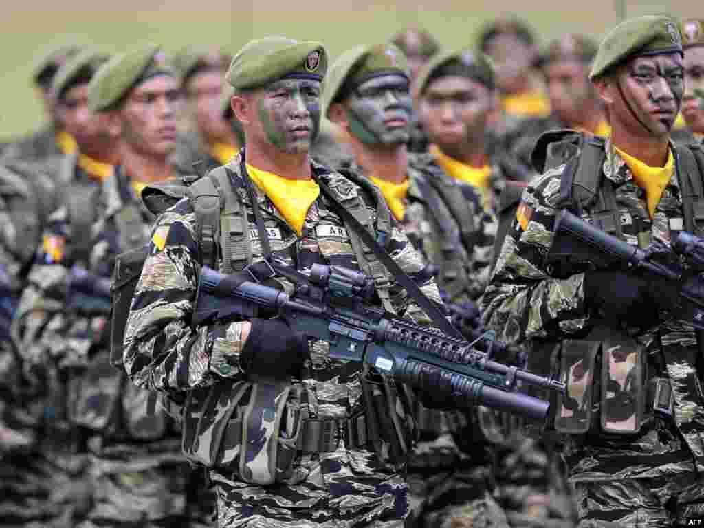 Маршыруюць філіпінскія войскі