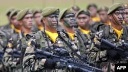 Ushtarë filipinas..