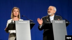 EU foreign policy chief Federica Mogherini and Iranian Foreign Minister Muhammad Javad Zarif speak to reporters after the talks in Lausanne on April 2.