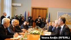 Bisedimet e delegacioneve të Italisë dhe Serbisë në Beograd