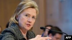 Хиллари Клинтон принимает участие в слушаниях, прошедших в подкомиссии по ассигнованиям Палаты представителей, 24 февраля 2010 г.