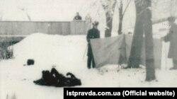 Тіло Олекси Гірника на Тарасовій горі в Каневі, 22 січня 1978 року. Український дисидент здійснив акт самоспалення на знак протесту проти русифікації України комуністичним режимом