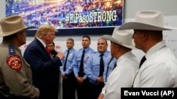 Presidenti Donald Trump gjatë vizitës në El Paso, Teksas.