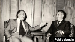 Николае Чаушеску, президент социалистической Румынии, и Луис Корвалан (слева). 23 мая 1977