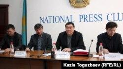 Участники пресс-конференции комитета «Жанаозен-2011». Алматы, 29 февраля 2012 года.