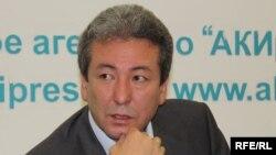 """Қырғызстанның """"Бүтүн Кыргызстан"""" партиясының жетекшісі Адахан Мадумаров."""