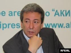"""Адахан Мадумаров, лидер партии """"Бутун Кыргызстан"""", 8 июня 2010 года"""