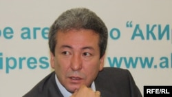 """""""Бүтүн Кыргызстан"""" партиясынын төрагасы Адахан Мадумаров."""