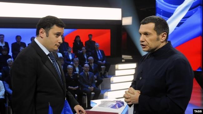 Владимир Соловьев (справа) и Александр Хинштейн (один из авторов законопроекта)