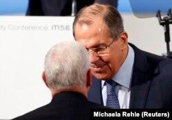 Serghei Lavrov vorbind cu vicepreședintele american Mike Pence