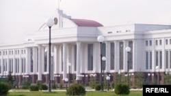 Ўзбекистон сенаторлари ЖК га киритилган янги ўзгартишларни¸ адлия тизимининг либераллаштирилаëтгани билан изоҳламоқдалар.