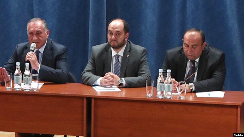 Глава Минобрнауки: Влияние политических сил в школах «должно быть нулевым»