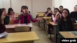 Аудиторияда отырған студенттер. (Көрнекі сурет)