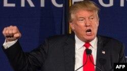 АҚШ президенттігіне Республикашыл партия атынан түсуге үміткер Дональд Трамп. Солтүстік Каролина, 7 желтоқсан 2015 жыл.