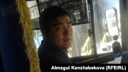 Автобус жүргізушісі Ерасыл Мұхатбеков. Алматы, 4 қараша 2015 жыл.