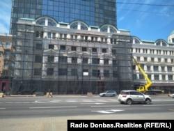 Ремонт фасада «Донбасс Паласа», июнь 2018 года