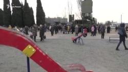В Севастополе напротив детской площадки выставили военную технику (видео)