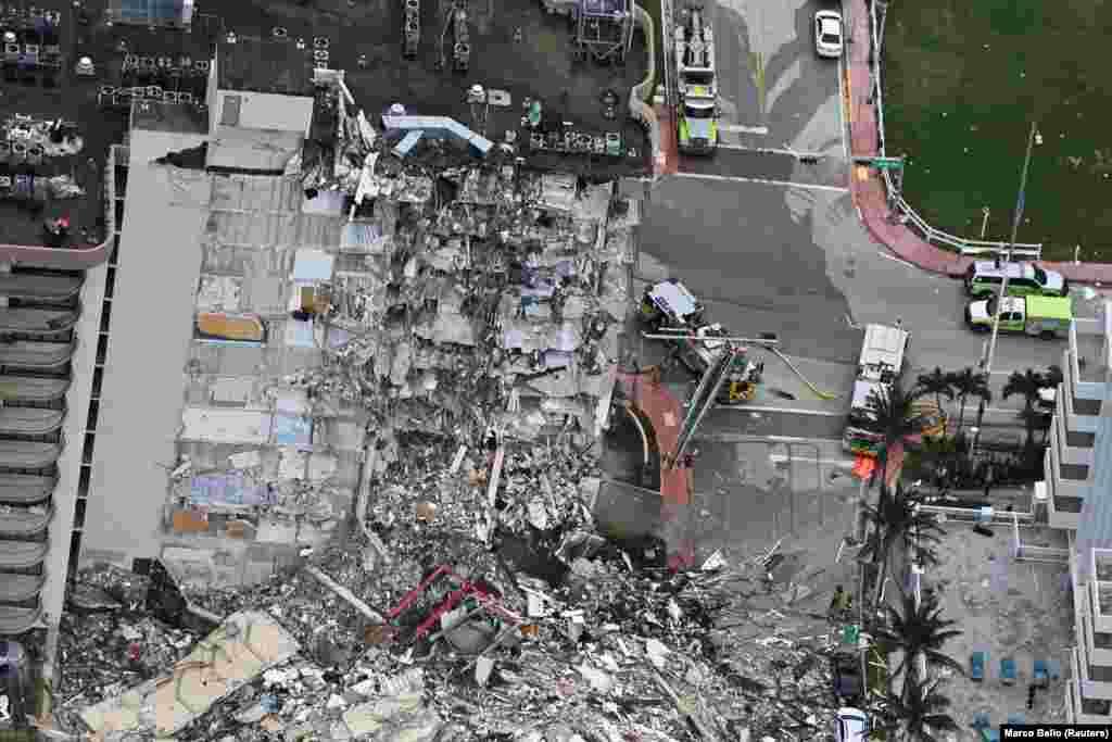 САД - Бројот на загинати под остатоците од урнатиот дел на 12 катна станбена зграда во северниот дел од Мајами порасна на 4 лица. Но, се уште 160 се водат како исчезнати. Пријавени се единаесет повредени, при што четири лица биле лекувани во болници.