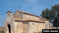 Церковь Сан Хуан де Баньос — одно из немногих архитектурных сооружений вестготов, сохранившихся до наших дней в Северной Испании