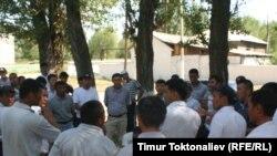 Кыргыз-кытай биргелешкен алтын компаниясына каршы жергиликтүү элдин нааразылык митинги. Күрпүлдөк айылы, Чүй облусу