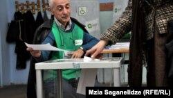 Վրաստան - Նախագահական ընտրությունների քվեարկությունը Թբիլիսիի ընտրատեղամասերից մեկում, 27-ը հոկտեմբերի, 2013թ.
