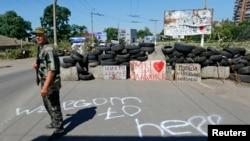 Сепаратист на блокпостe при въезде в Славянск.