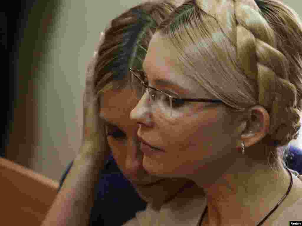 Юлия Тимошенко бо духтараш Евгения. Додгоҳи шаҳри Киев, 11 октябр