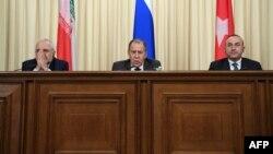 Слева направо: Главы МИД Ирана, России и Турции (архив)