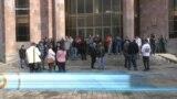 Դատավորներին փչացրել են Սարգսյանն ու Քոչարյանը. Գյումրիում ակտիվիտները փակել են դատարանի մուտքը