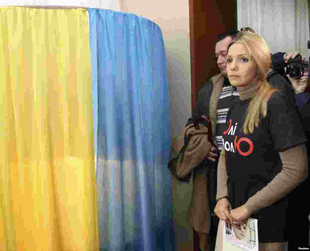 Yulia Tymoshenko's daughter, Yevhenia, who has campaigned at home and internationally for her mother to be freed, visited a polling station in Dnipropetrovsk. (REUTERS/Sergei Isaev)