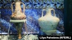 """Экспонаты выставки """"Чай, вино и поэзия"""""""