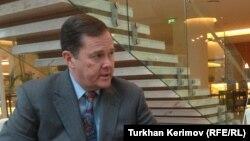 Заместитель госсекретаря США по вопросам демократии, прав человека и труда Томас Мелиа. 2012