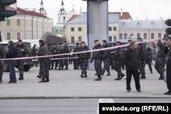 АМАП на Кастрычніцкай плоўшчы пасьля выбуху. 11 красавіка 2011 года