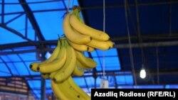 Bananın 1 kiloqramı ölkəyə 25-30 sentə gəlib çıxır, amma 2-2.5 manata satılır