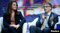 Microsoft корпорациясының негізін қалаушы, миллиардер-филантроп Билл Гейтс және әйелі Мелинда Гейтс.