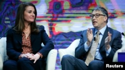 Bill și Melinda Gates la summit-ul Davos din 2015.