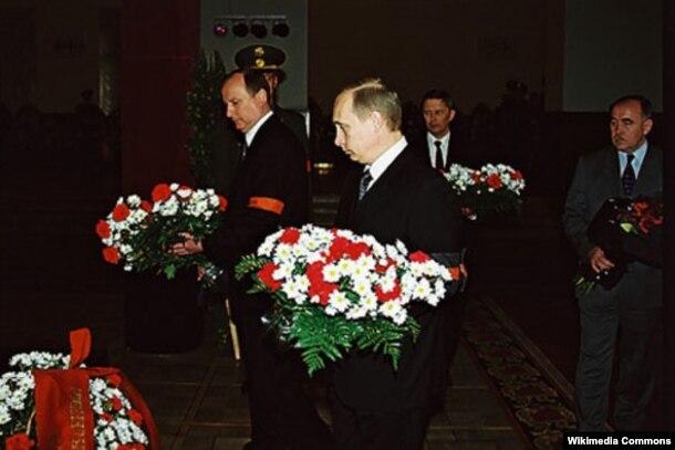 Владимир Путин и Николай Патрушев на похоронах Германа Угрюмова, 2001