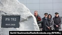 За словами заступника міністра, пріоритетом української сторони є «встановлення істини» щодо збиття літака