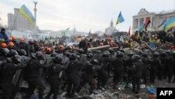 11 декабрь куни Киевнинг Мустақиллик майдонида намойишчилар билан полиция тўқнашди.