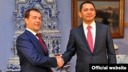 Дмитрий Медведев и Омурбек Бабанов, Москва, 24 июля 2012 года.