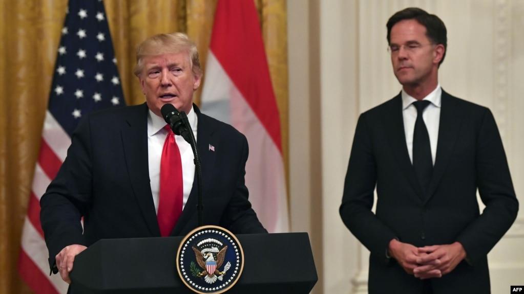 دونالد ترامپ (چپ) در نشست خبری مشترک با مارک روته، نخستوزیر هلند، در کاخ سفید این خبر را اعلام کرد.