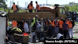 """Evicting Romany families from the """"Belleville"""" settlement in Belgrade on April 26."""
