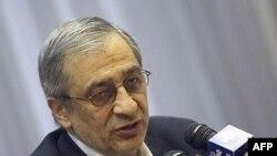 به تازگی وزير کار و منتقد شديد ريس کل بانک مرکزی، پيشنهاد کرده بود که برای پايان دادن به اختلاف نظر ها، هم خود او و هم طهماسب مظاهری برکنار شوند. (عکس: AFP)